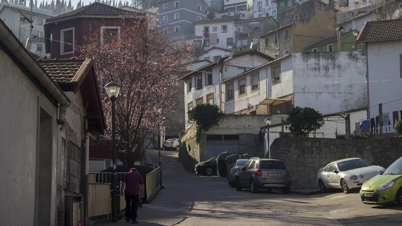 El barrio de Masustegi se levantó sobre las faldas del monte Caramelo, muy cerca del estadio de San Mamés. Los terrenos eran los de una antigua cantera