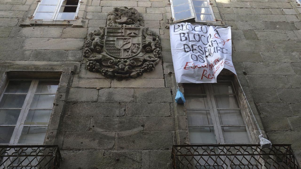 Concentración en defensa de los imputados por la ocupación de La Madreña.El del palacete de la Algalia fue uno de los casos de okupación más sonados en Santiago
