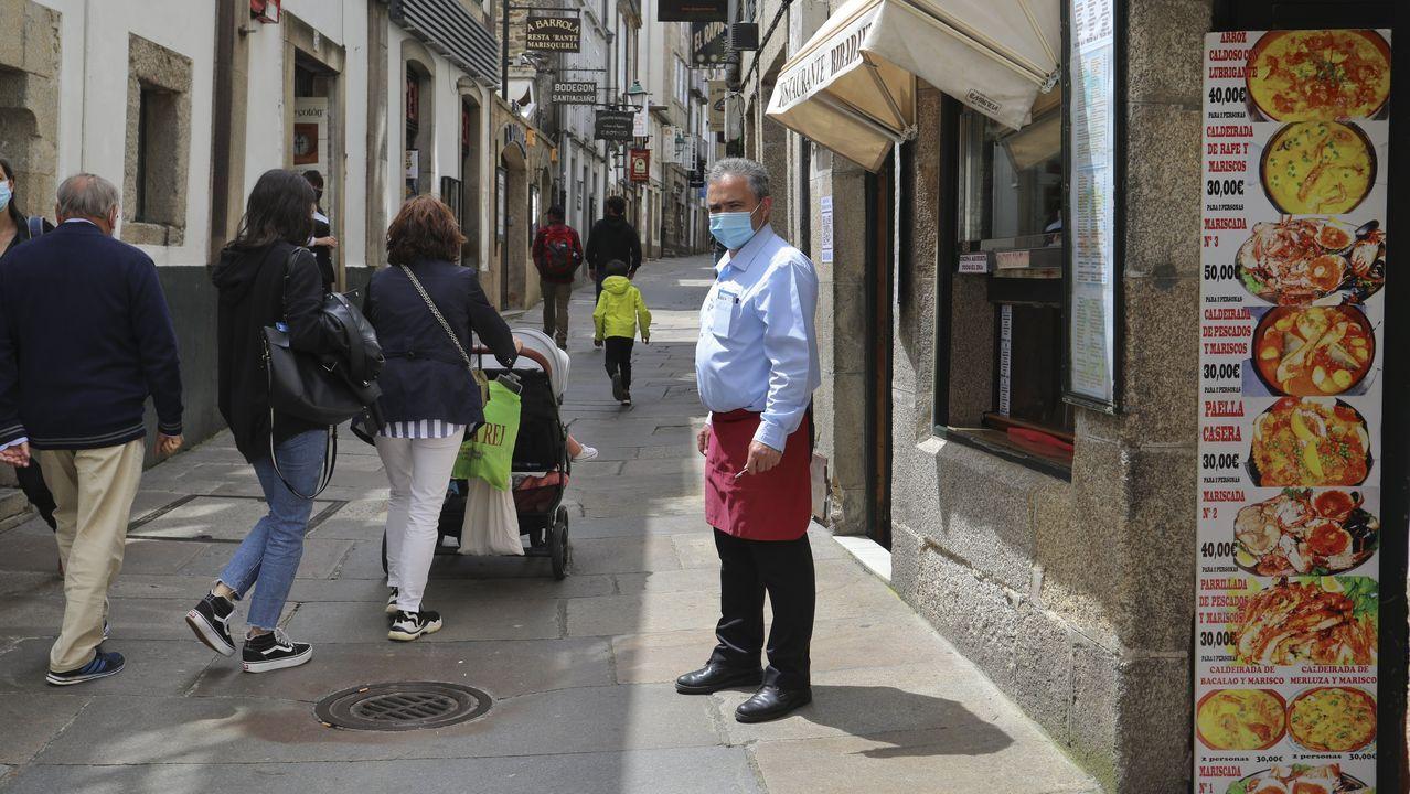 Ethel Vázquez, junto a Francisco Conde (a la izquierda de la imagen), supervisó las obras en la estación de autobuses