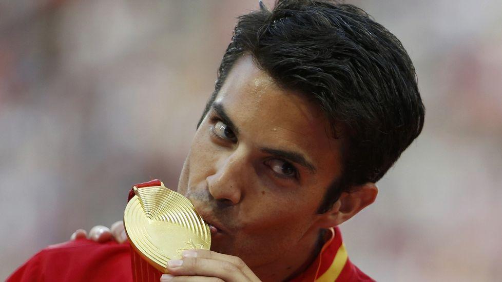 «Es el sueño de todo atleta».Aguilar, ayudada después de ruzar la meta en Pekín