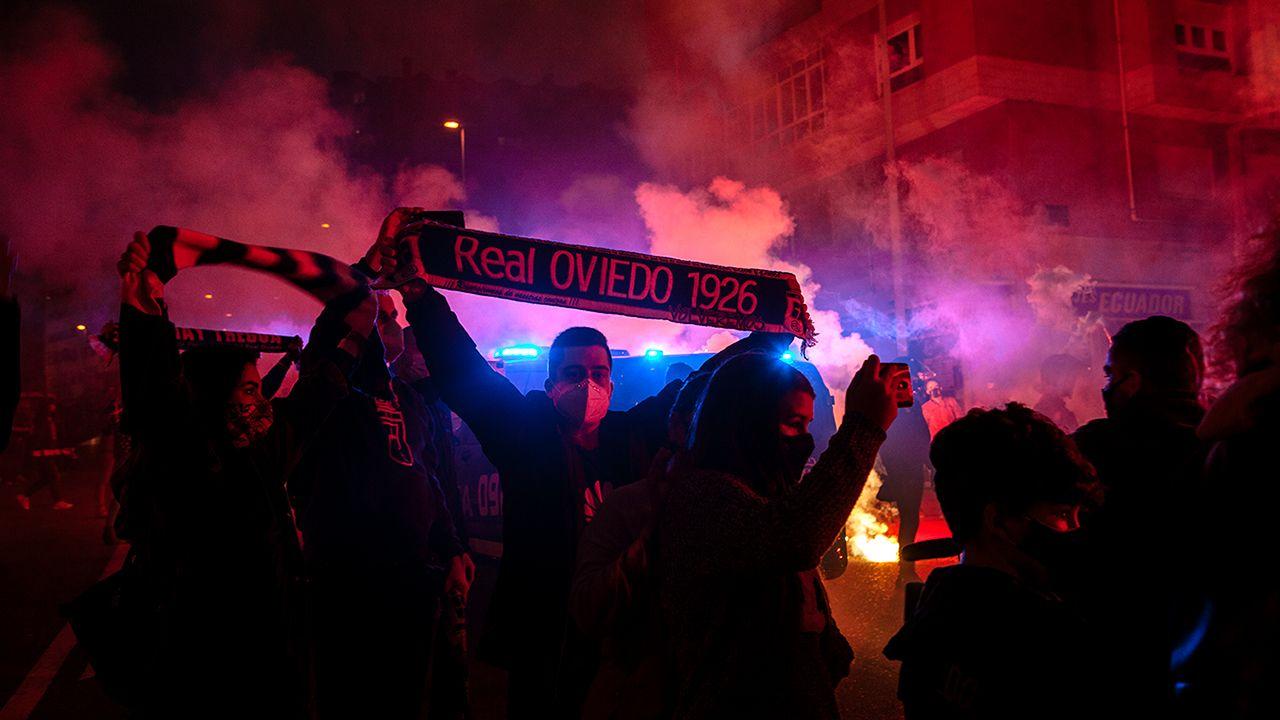 Recibimiento al Real Oviedo antes del derbi asturiano