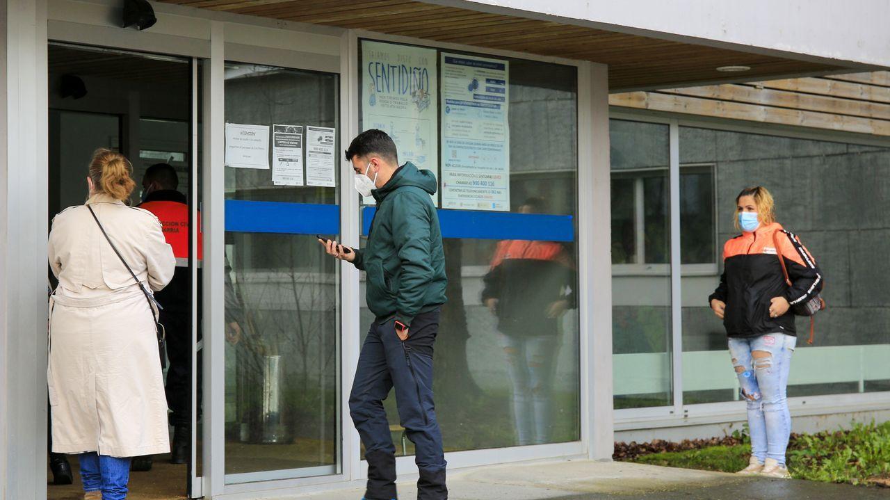 Fiesta de Entroido en el colegio Divina Pastora de Lugo.Cribado en el centro de salud de Sarria en enero, uno de los concellos que redujo sus casos a la mitad