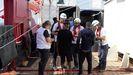 Membros de Médicos sen Fronteiras atenden a emigrantes a bordo do Ocean Viking