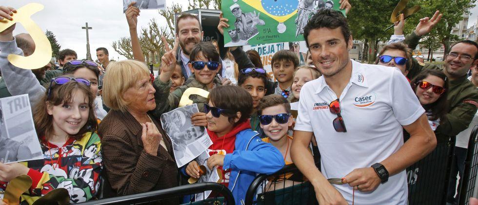 En un acto organizado por Caser, Gómez Noya recibió el apoyo de Pontevedra antes de empezar a competir con la mente en Río.