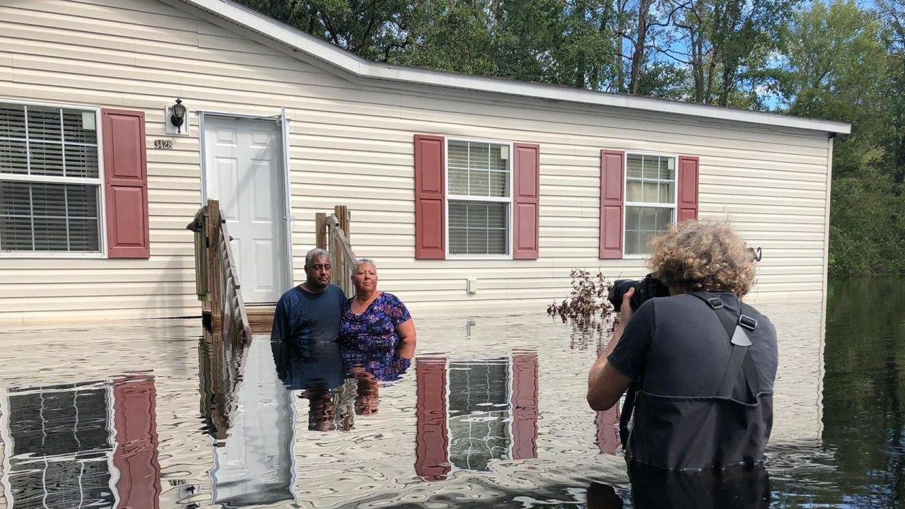 El documental muestra algunas familias afectadas por fenómenos extremos como inundaciones