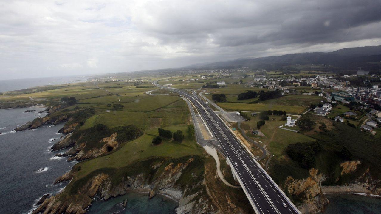 Asturias, de cascada en cascada.Vehículo de la Guardia Civil