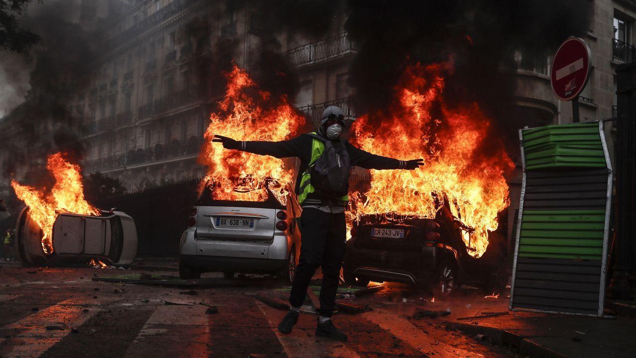 Más de cien detenidos en París en unos disturbios de una «violencia inaudita».Medalla que se entrega aos ganadores do premio Nobel