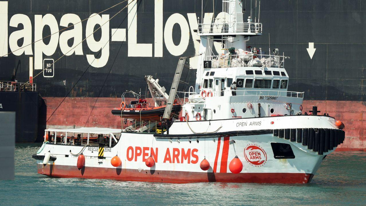 El barco Open Arms llega al Puerto de Barcelona.El ministro de Fomento, José Luis Ábalos