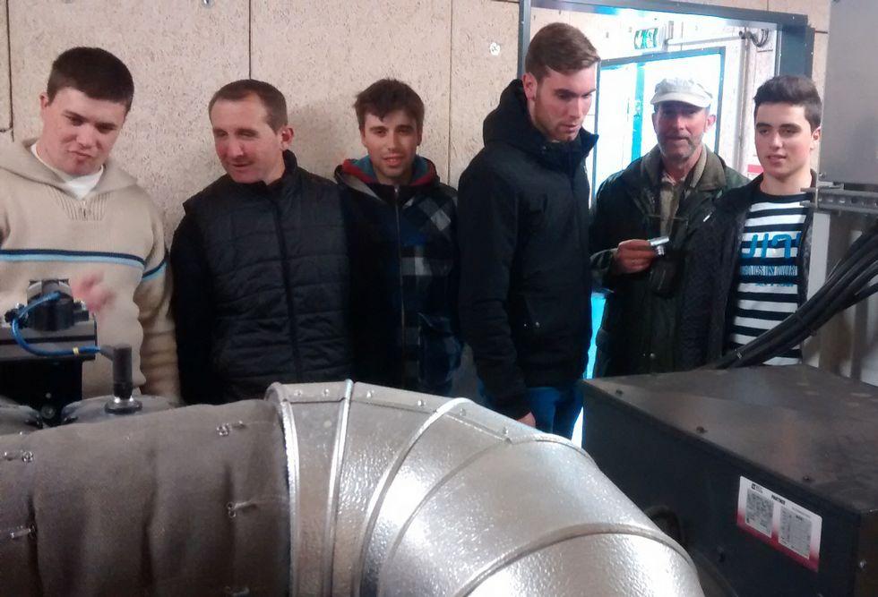 Visita a la planta de biogás por parte de la delegación coristanquesa.