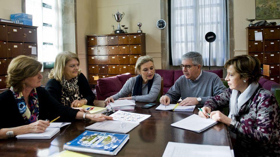 Teresa Fraga, Beni Vidal, Isabel Ruso, Pedro Rodríguez y María Jesús Quintáns en una reunión en el IES Eusebio da Guarda de A Coruña