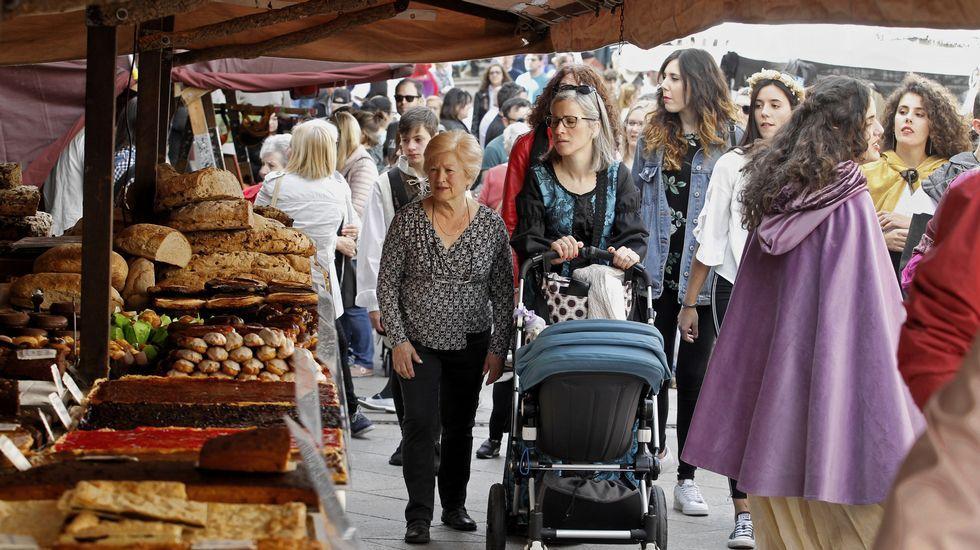 En la calle Bailén están la mayoría de los puestos con artículos de alimentación