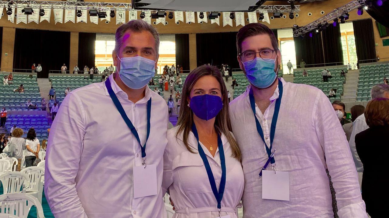 Los pontevedreses Rafa Domínguez, Pepa Pardo y Pablo Fernández, en el congreso del PPdeG en Santiago