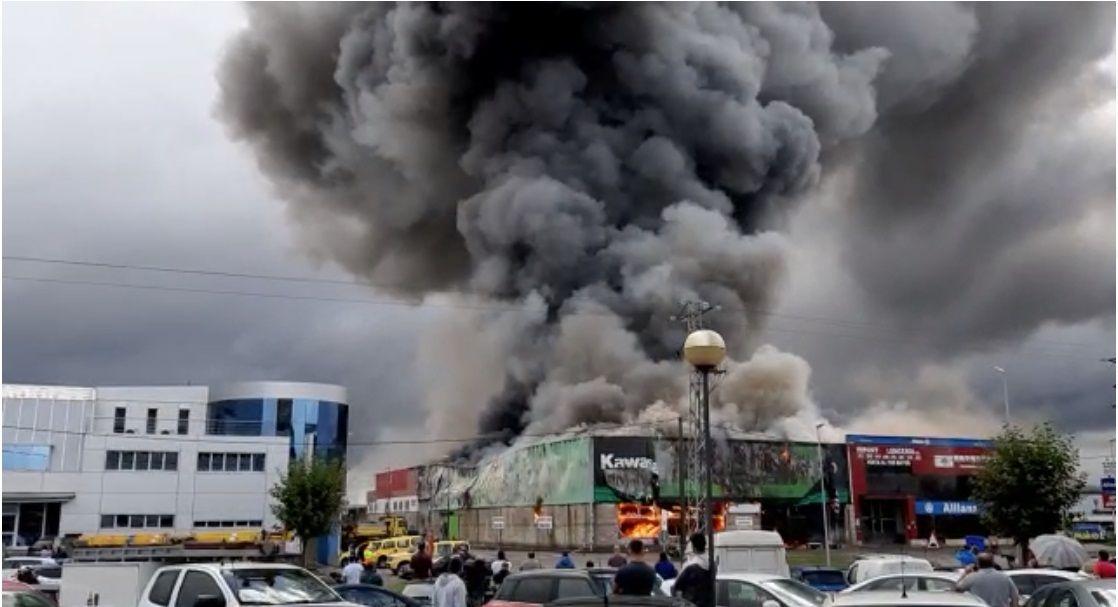 Espectacular incendio en un concesionario de motos en Llanera.Imagen de archivo de la Policia Nacional