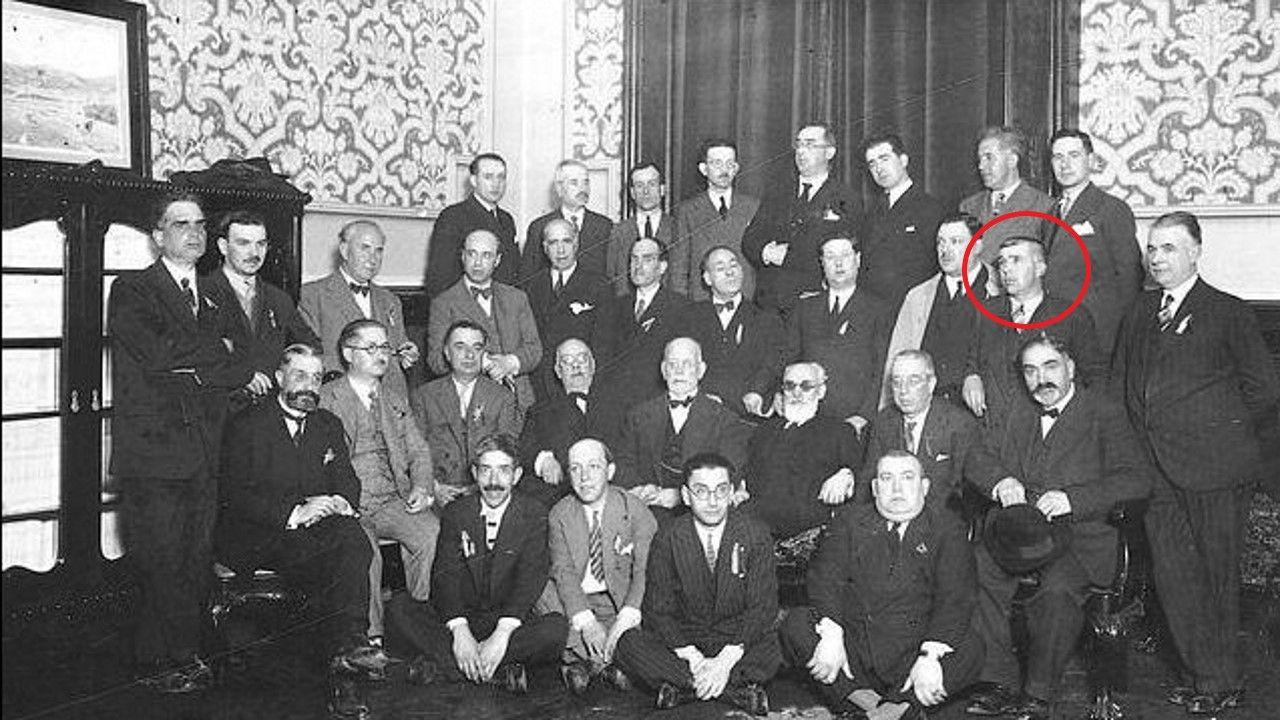 mauthau.UNO DE 7.000. Martín Ferreiro en una foto de la corporación municipal de A Coruña en 1931. Aunque nació en Quireza (Cerdedo) desarrolló su carrera en la ciudad herculina. Murió en el subcampo de Gusen en noviembre de 1941. Más de 7.000 españoles fueron exterminados en Mauthausen