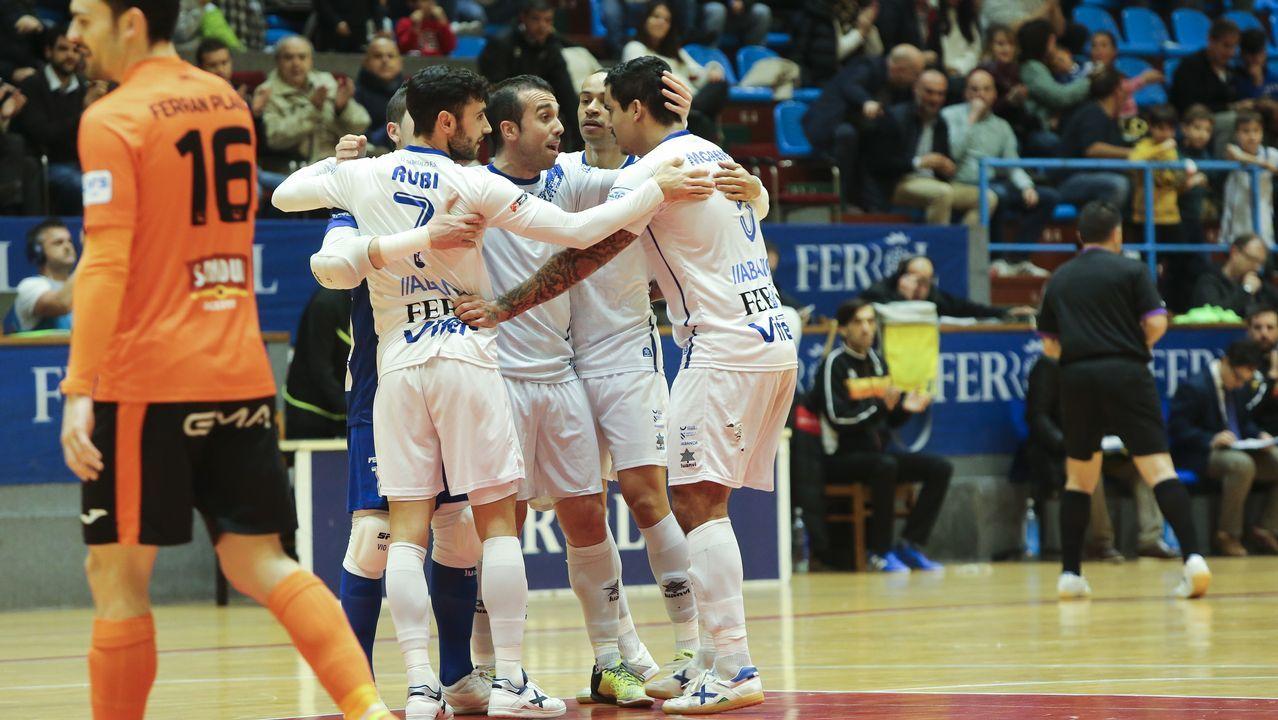 Toche Real Oviedo Extremadura Carlos Tartiere.Ibra da un pase en el Rayo Majadahonda-Real Oviedo de la primera vuelta
