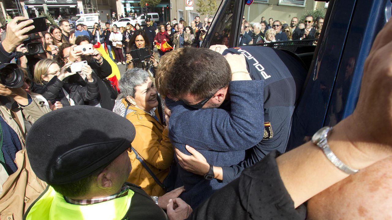 Inés Arrimadas de cañas por Coruña.Recibimiento en Vigo, el pasado día 23 de octubre, de agentes desplazados en Cataluña