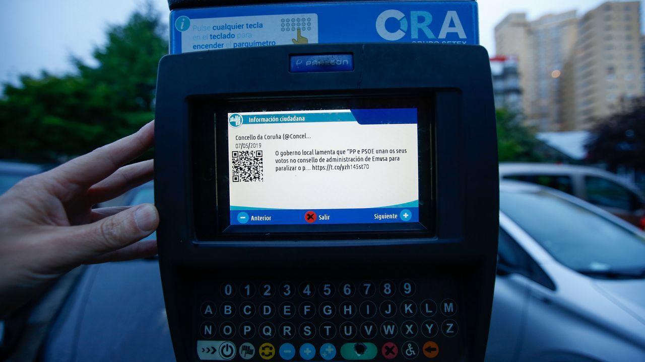 Detalle del mensaje denunciado en uno de los parquímetros de la ORA del Concello da Coruña
