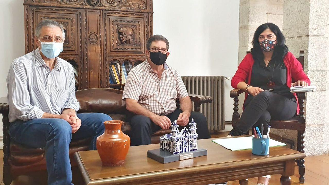 Manuel Otero, Francisco Martínez e Elena Candia, reunidos en Mondoñedo.