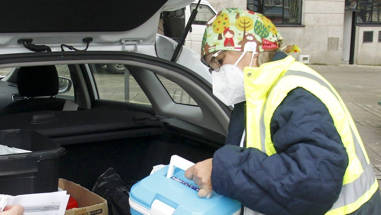 Personal del Sergas realizando pruebas PCR