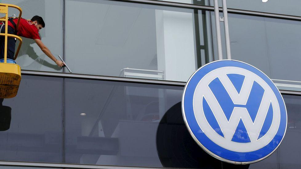 Trabajadores en una planta de Volkswagen