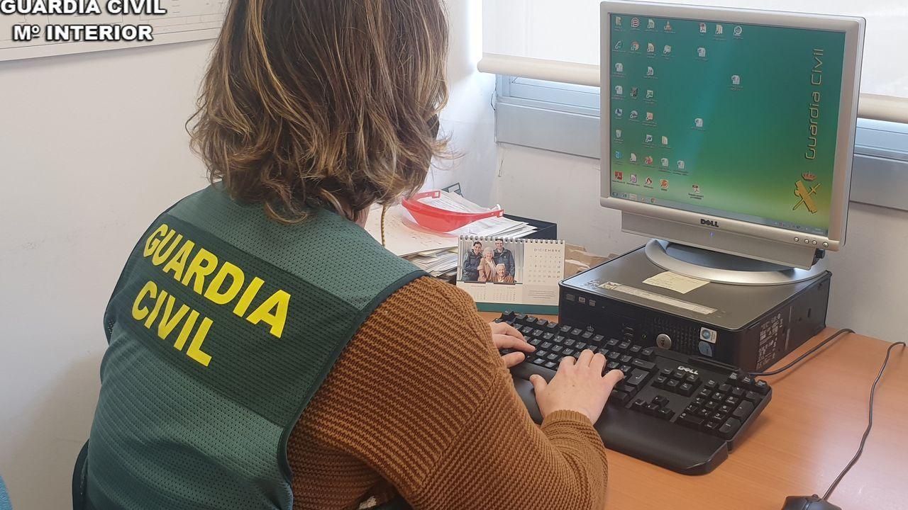 Desarticulada en Oviedo y Gijón una gran red china que producía marihuana en naves industriales.Un monolito metálico aparecido el 30 de marzo en la playa de Sa Conca del municipio de Castell-Platja d'Aro (Girona)