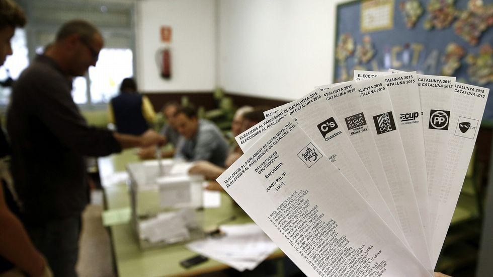 Las papeletas de los diferentes partidos que concurren a las elecciones al Parlamento Catalán