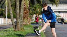 Adrián Ben, en un entrenamiento por el paseo marítimo de Covas