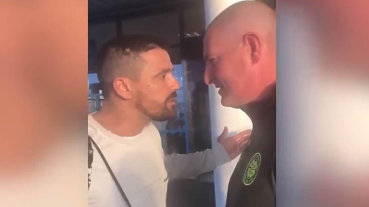 El encontronazo de Nacho Novo con un hincha del Celtic