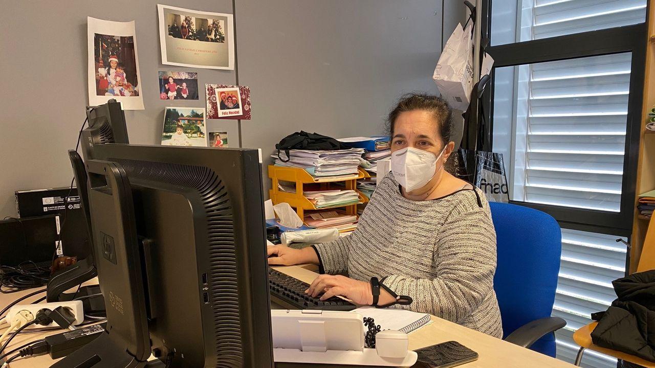 Loli Rimada, informática del Chuac. A doble turno, el «desafío» es anticiparse a la pandemia, garantizar la tecnología necesaria y la calidad de los datos «claves para tomar decisiones».