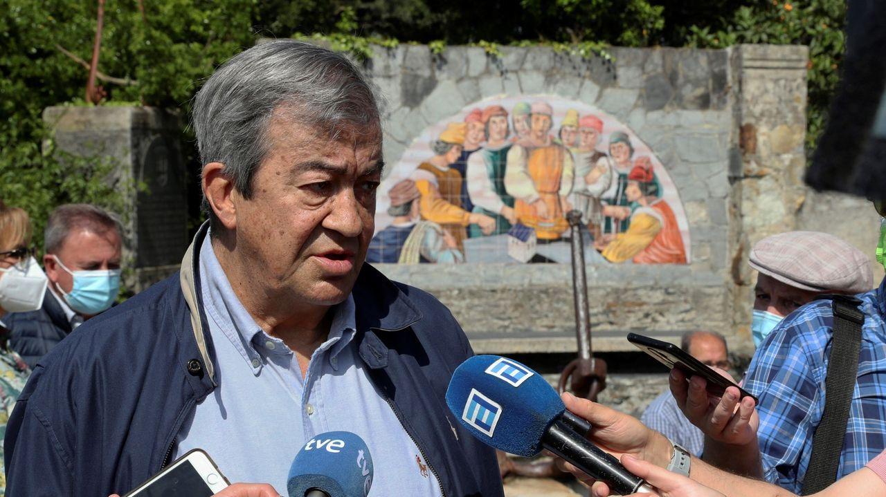 Manuel Monereo junto al Museo Casa Natal de Jovellanos
