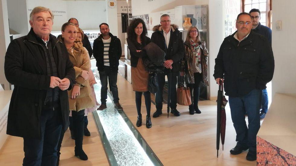 Barreiro y Rosa María Arza, con los candidatos del PP en las municipales en Monforte