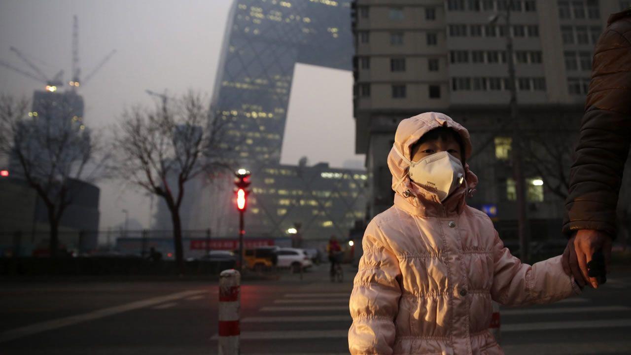 Rebrote de sarampión en Europa.Trabajadores en los laboratorios de las instalaciones de Zendal en O Porriño