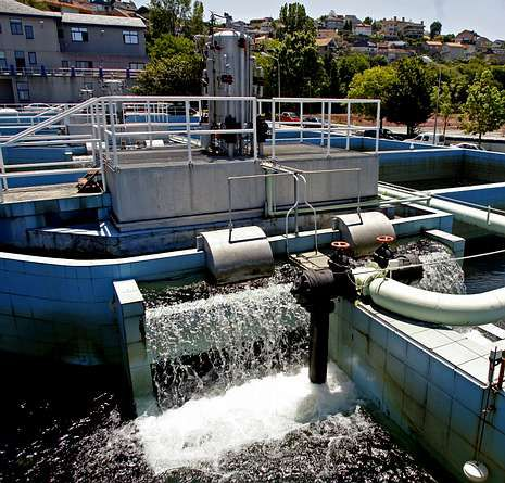 Un gallego crea una técnica que evita el cloro para depurar el agua