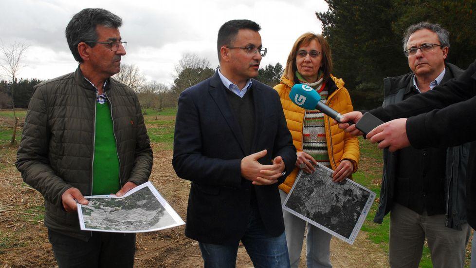 El alcalde de Sober, Luis Fernández Guitián, el conselleiro de Medio Rural, José González, y la diputada Raquel Arias, en un acto público en Sober hace unos meses