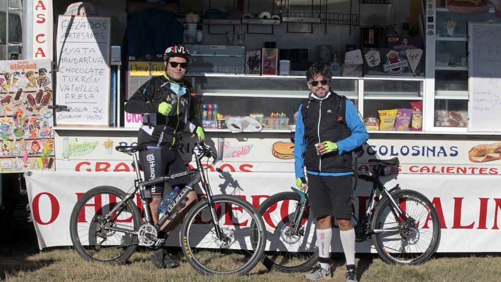 Sergio Sánchez y Miguel Carbonell Valín subieron en bicicleta desde Chantada