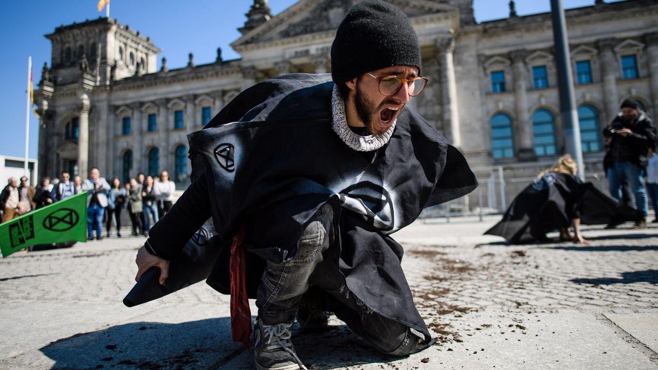 Protesta frente al Parlamento alemán
