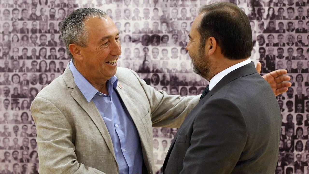 Joan Baldoví (Compromís), en la imagen con el secretario de organizacion del PSOE, José Luis Ábalos, exige a los socialistas un nuevo modelo de financiación autonómica a cambio de dar su apoyo a Pedro Sánchez