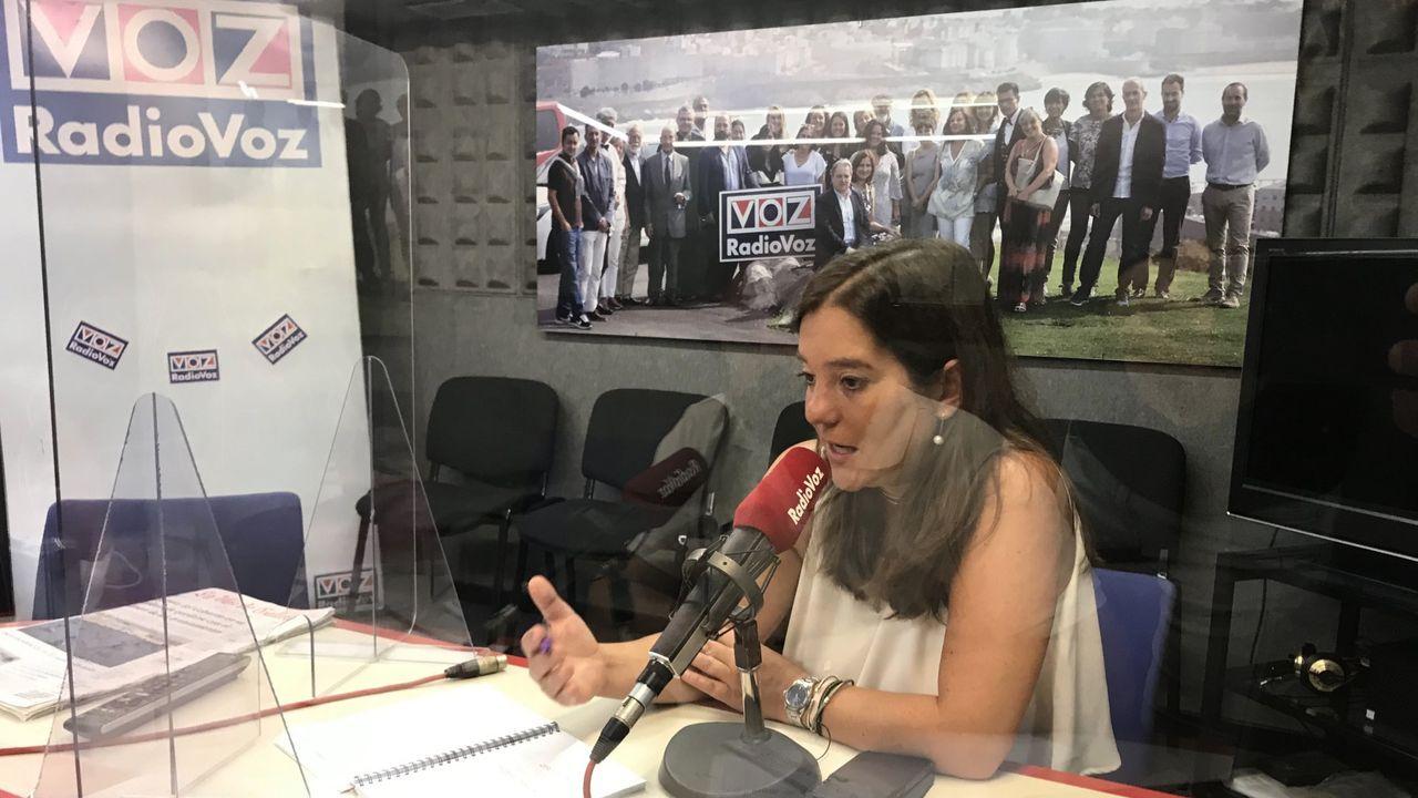 lanzada.Imagen de archivo de la alcaldesa de A Coruña, Inés Rey, en una de sus intervenciones en Voces de A Coruña, de Radio Voz