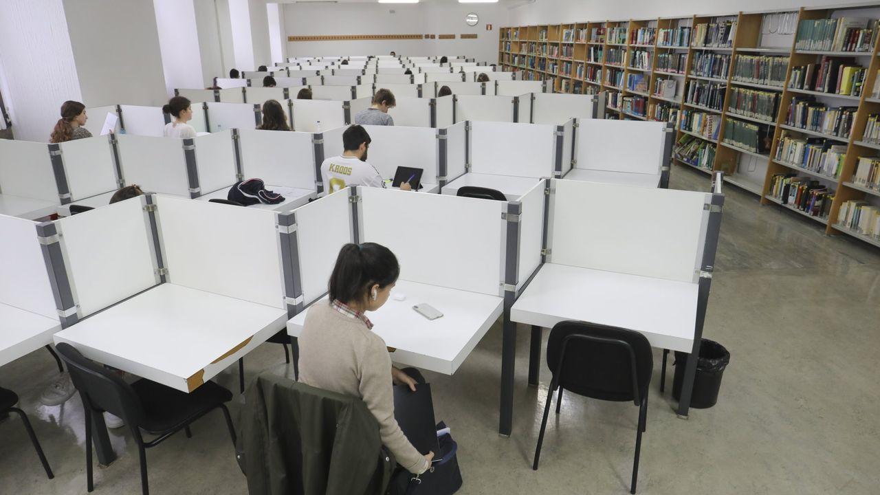 La biblioteca de la Facultad de Medicina de Santiago en una imagen de archivo