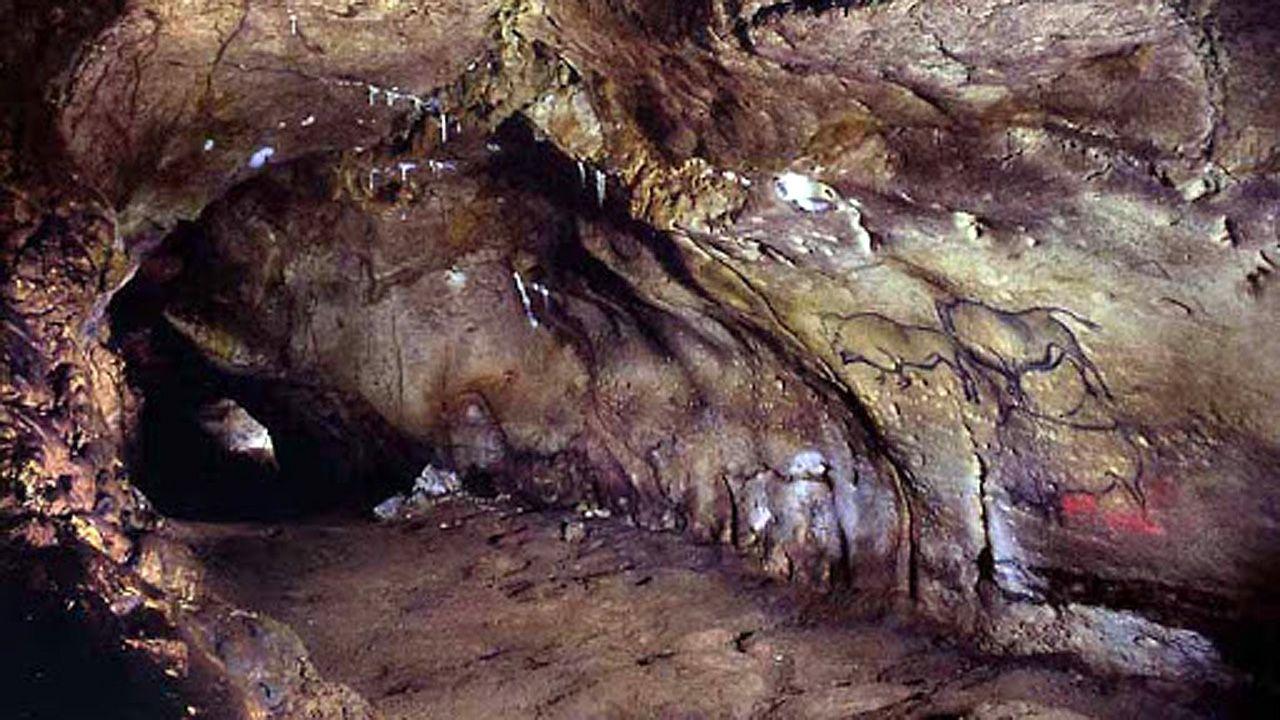 Cueva de La Covaciella, en el concejo de Cabrales (Asturias). Tiene pinturas rupestres de hace catorce mil años y es Patrimonio de la Humanidad