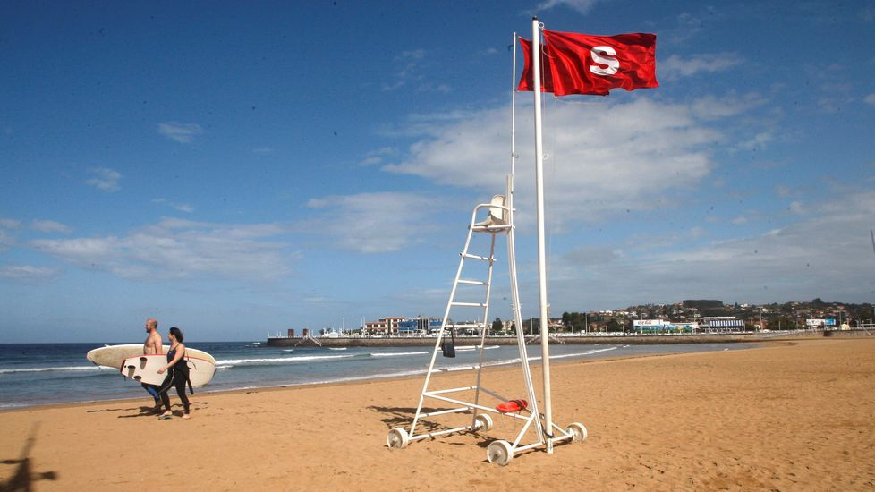 Perros vilaboa.La bandera roja ondea en la playa de San Lorenzo