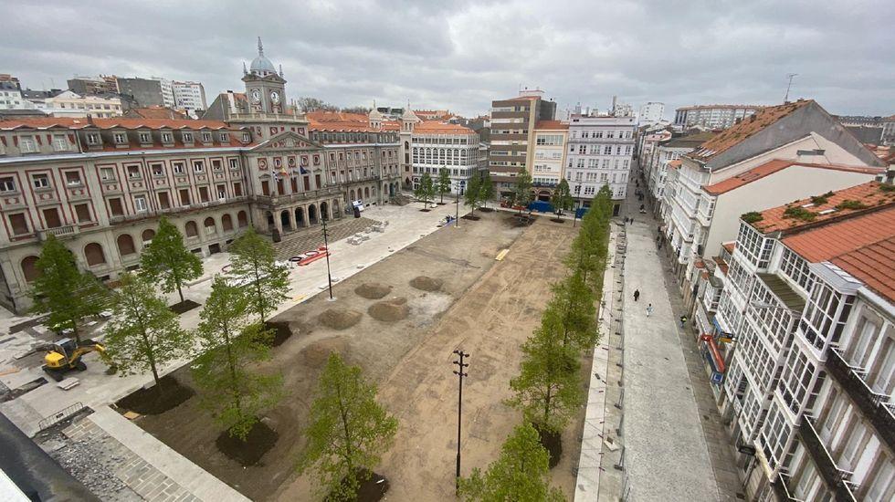 La remodelación de la plaza de Armas, la obra urbanística más importante que se desarrolla en la ciudad, sigue su curso y en los últimos días ha experimentado un significativo avance con la disposición de parte del pavimento de tierra estabilizada
