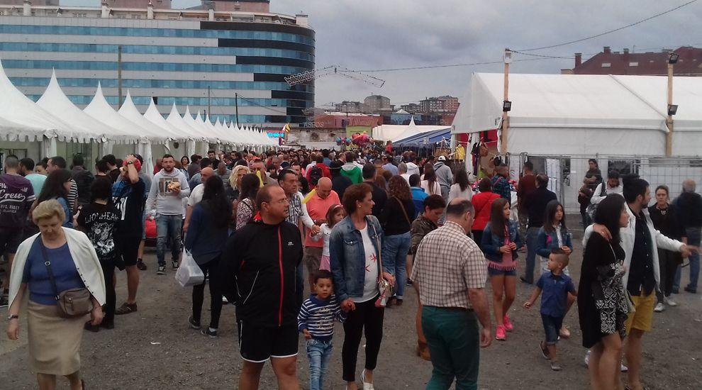 Un peculiar acto para reivindicar elferrocarril públicoen Asturias.Público en la Semana Negra 2016