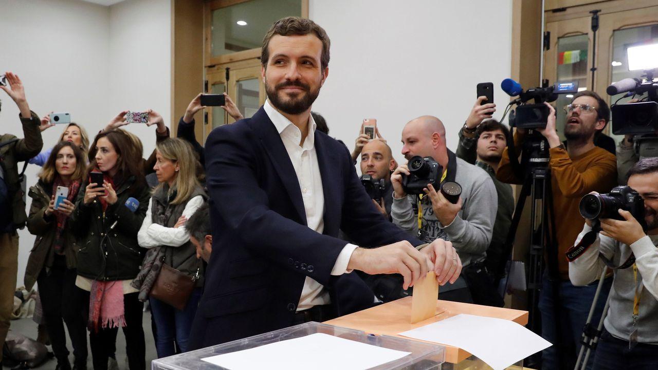 Casado: «Ejerceremos nuestra responsabilidad y nuestra alternativa».Casado votó a las 10.00 en el Colegio Nuestra Señora del Pilar, en Madrid