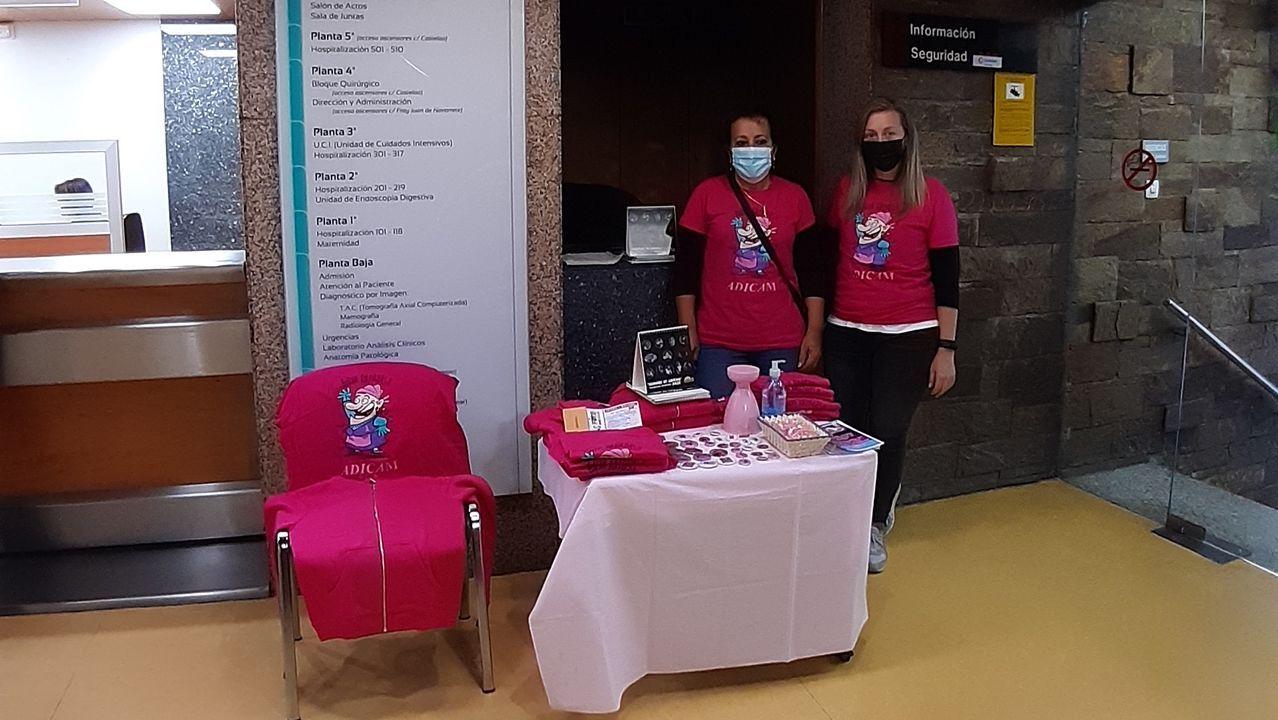 Adicam instaló este lunes una mesa informativa en el Hospital Quirónsalud de Pontevedra con motivo del Día Mundial contra el Cáncer de Mama