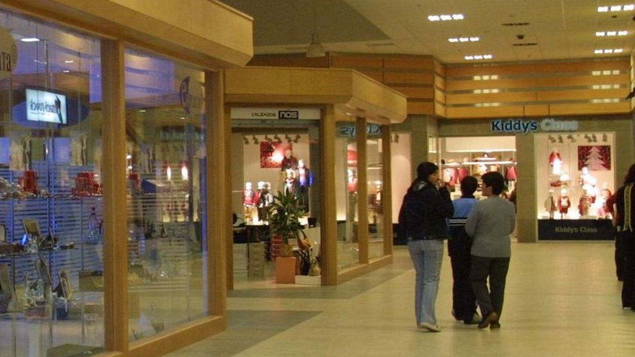 Kiddy's Class, al fondo, en el centro comercial Finis Terrae
