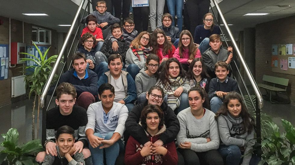 Los alumnos del IES Castro de Baronceli de Verín tras recibir sus diplomas del programa TEI, que promueve la tutoría entre iguales