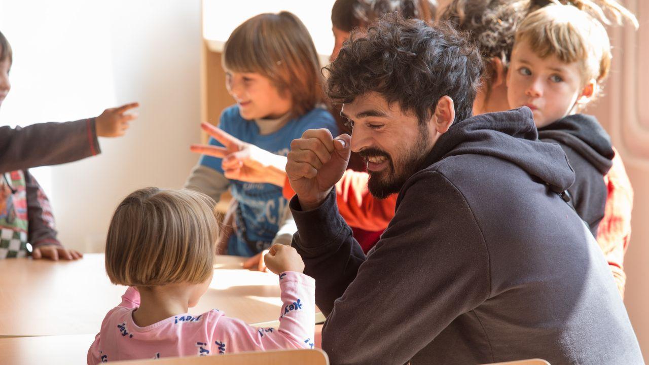 La montaña de Lugo se tiñe de blanco.Negueira de Muñiz reabre su escuela. Tras siete años cerrado, el colegio de este concello de la montaña lucense ha retomado su actividad al contar con nueve alumnos