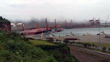 Nube de polvo de carbón sobre el puerto de El Musel