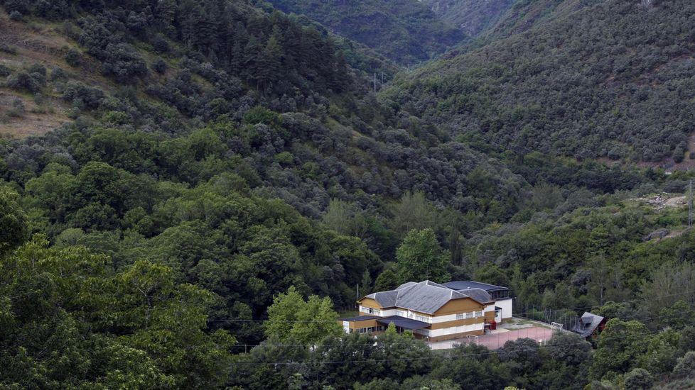 Vista del colegio Poeta Uxío Novoneyra, situado en las cercanías de Seoane do Courel